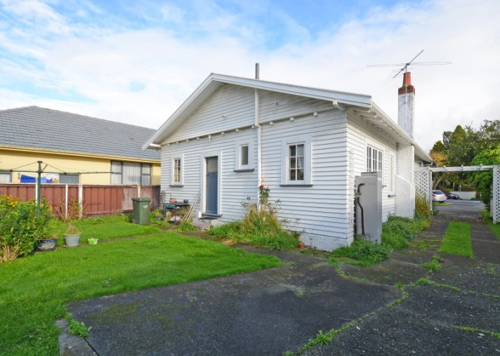 142 Kings Crescent, Central Hutt