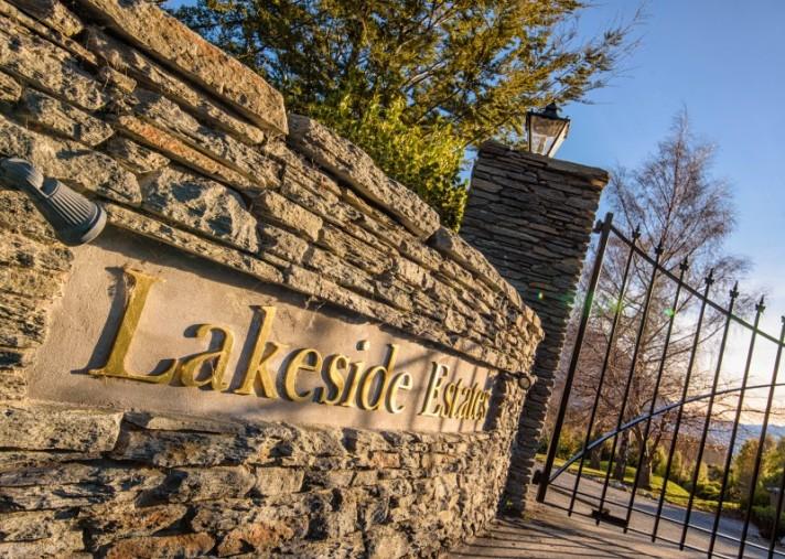 6 Scenic Drive, Lakeside Estate