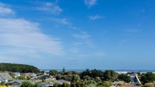 8 Arataki Grove, Waitarere Beach